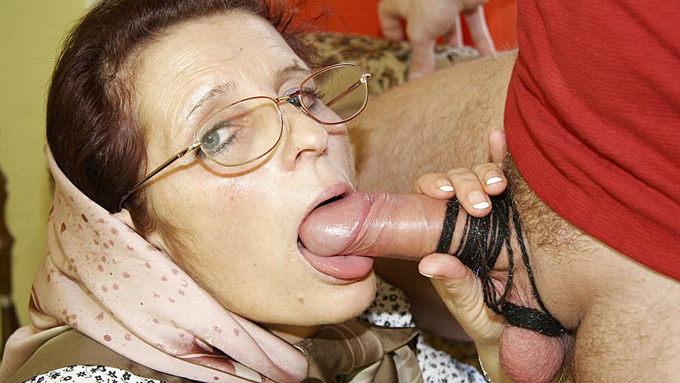 Порно фото бабки в сперме